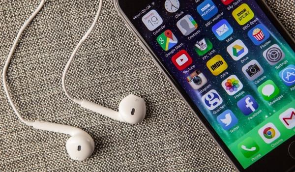 В коде iOS 9 нашли подтверждение будущему отказу от разъема для гарнитуры