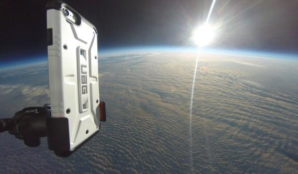 Дроп-тест века: iPhone 6 «уронили» из космоса