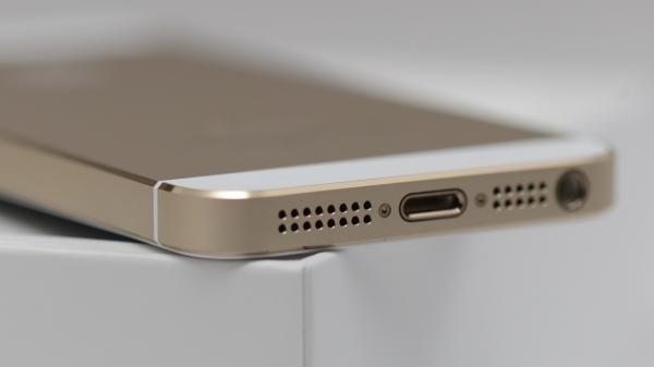 iPhone 5se практически не отличить от iPhone 5s, убедитесь сами